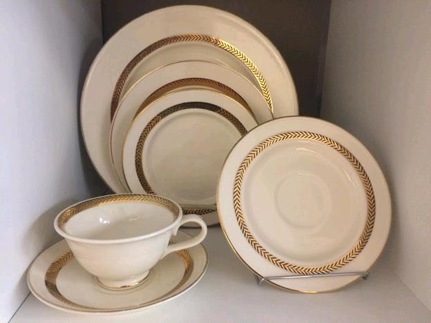 Where to find LEAF CLASSIC DINNERWARE in Kansas City